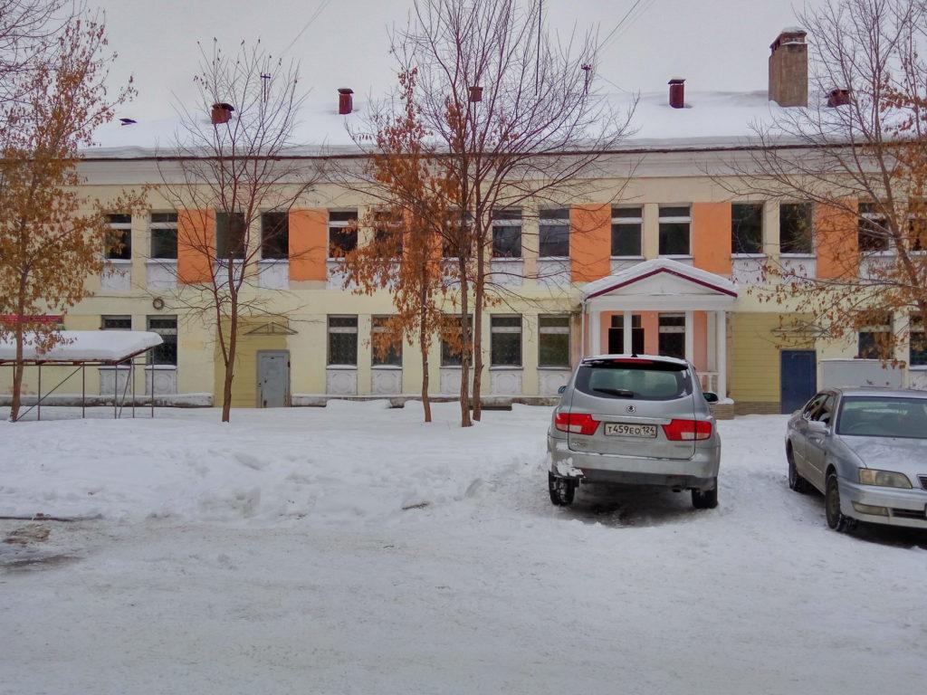 Здание пустующего бывшего детского сада по ул. Маяковского 11.