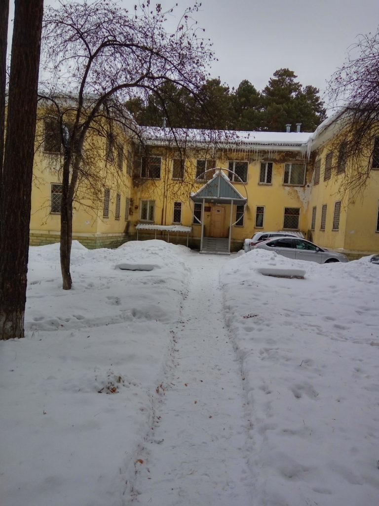 Здание по ул. Комсомольской, 25А, половину которого занимает редакция газеты «Город и горожане», а половина – пустует